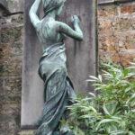 Памятники Парижа: легенды